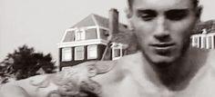 john frusciante                                                                                                                                                                                 Más