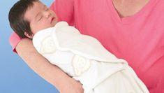 Pucken ist eine alte Technik, in der Neugeborene in den ersten Lebenswochen eng in ein Tuch geschlagen werden. Was auf den ersten Blick unbequem aussieht, wirkt beruhigend auf die Babys, unter anderem weil so die vertraute Enge des Mutterbauches simuliert wird.