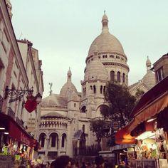 PARIS - Sacré-Cœur vista da Rue du Chevalier de la Barre (via Instagram) - http://fuievouvoltar.com