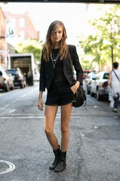 Street fashion - top modelki prywatnie: Josephine Skriver, fot. Imaxtree