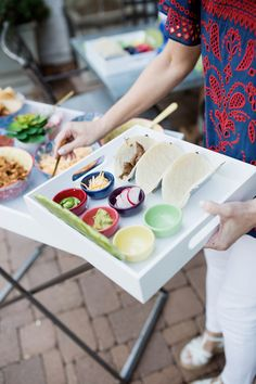 How to Create Individual Taco Bar Trays for Your Next Fiesta Party Food Trays, Diy Party Food, Summer Party Themes, Summer Parties, Party Ideas, Taco Bar, Summer Table Decorations, Tacos, Bar Tray