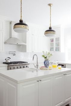No wonder why quarts countertops are more popular than granite countertops - quartz countertops fit almost any style and are super durable.
