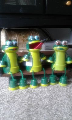 frogs - All About Flower Pot Art, Clay Flower Pots, Flower Pot Crafts, Flower Planters, Clay Pot Projects, Clay Pot Crafts, Diy Clay, Flower Pot People, Clay Pot People