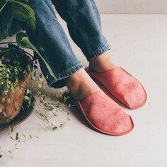 簡単布ぞうりの作り方♪エコで健康的な和のルームシューズを手作りしよう | キナリノ Heeled Mules, Slippers, Flats, Heels, Yahoo, Household, Fashion, Shoes, Loafers & Slip Ons