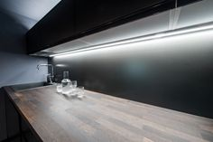 #LED #lightstrips #dark #black #modern #kitchen #functional Interior Lighting, Led, Dark, Modern, Kitchen, Home, Trendy Tree, Cooking, Kitchens