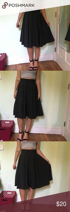 BLACK flowy knee length skirt (S) (NWT) Black knee length skirt. Never worn, size small. Really nice shape. Looks great with heels but could also be dressed down. Skirts Midi