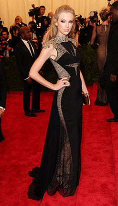 Met Ball: LOVE this, it's so refreshing, compared to her snoozefest of white/gold/cream dresses with red lipstick.