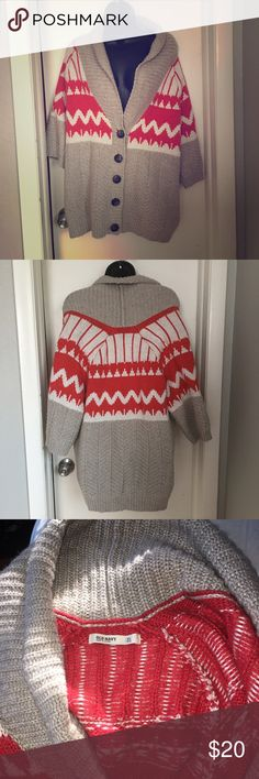 Old Navy Women's Cardigan Gorgeous old navy Cardigan perfect for winter. Get it in your closet while you can Old Navy Sweaters Cardigans
