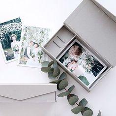 Короб для флешки и фото 10х15 серый по 730р с печатью лого в 1 цвет  В наличии 20 штук  Успейте купить! 🎯 www.korabook.ru — производство качественной упаковки. ☎ телефон менеджера для whatsapp: +7(919)696-60-09 Ольга Photographer Packaging, Usb Packaging, Usb Box, Wedding Boxes, Polaroid Film, Cartonnage, Ideas