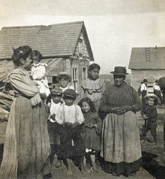 Moli Elizabet Francis, Mrs. John Alexander and others at Tobique, New Brunswick - Passamaquoddy – 1904