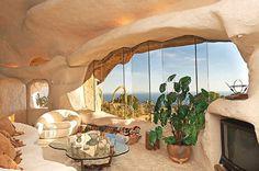 Una Casa Inspirada en los Picapiedra -- QUADRATURA ARQUITECTOS