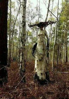 Woodland art sculpture in situ , eerie forest fantasy creature Haunted Woods, Haunted Forest, Haunted Trail Ideas, Arte Horror, Horror Art, Creepy Art, Scary, Dark Fantasy, Fantasy Art
