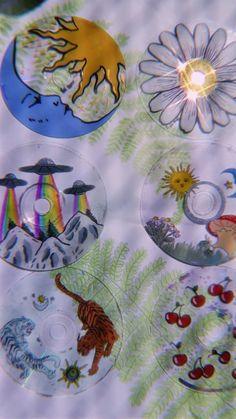 Small Canvas Art, Mini Canvas Art, Diy Canvas, Record Wall Art, Cd Wall Art, Cd Diy, Indie Room Decor, Ideias Diy, Vinyl Art