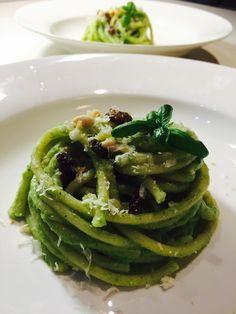 Spaghettoni  alla crema di broccoli  con acciughe uvette e pinoli - Broccoli cream spaghetti