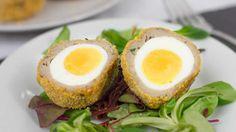 Oeufs écossais au four , un délice pour votre entrée de plat , vous y trouvez ici la recette la plus facile pour la réaliser chez vous. Oven Cooking, Cooking Time, Avocado Egg, Avocado Toast, Scotch Eggs Recipe, Egg Recipes, Oven Baked, Four, Picnic