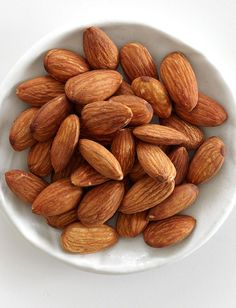 Try these ab-flattening foods to boost your abs routine's effectiveness, control belly bloat, and maintain a healthy metabolism. Here, the top 10 foods for flat abs.