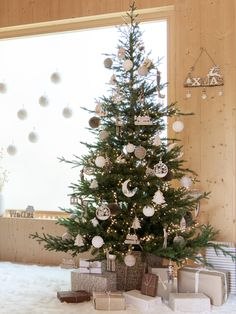 Simple, Neutral Christmas Tree Ideas Fir and White Faux Fur Christmas Tree Hanging Decoration Noble Fir Christmas Tree, Diy Christmas Lights, Cute Christmas Tree, Natural Christmas, Decorating With Christmas Lights, Large Christmas Baubles, Noel Christmas, Scandinavian Christmas, Christmas Tree Toppers