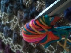 Chiq Children's Crafts: How to Make Yarn Pom Poms ~ fun for all ages!