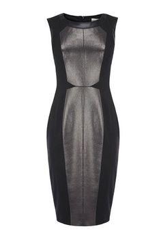 Черное платье футляр с розовой вставкой
