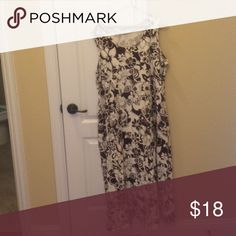 d&co. Brown and white sundress. Stretch fabric. Cool pattern of brown and cream flowers. Dresses Midi