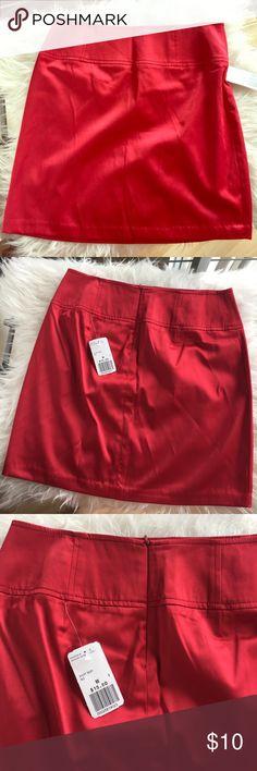 Forever 21 Red Satin Short Skirt Size M Forever 21 Red Satin Short Skirt Size M, New with original tags and never worn. 55% polyester, 42% cotton, 3% spandex Forever 21 Skirts Mini