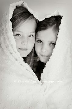 Children photography, kinderfotografie, love, sisters or friends Sister Photography, Children Photography, Photography Poses, Adult Sibling Photography, White Photography, Sister Poses, Sibling Poses, Siblings, Family Posing