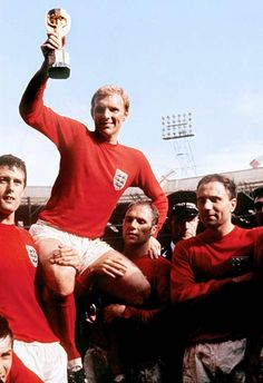 Bobby Moore West Ham at the World Cup - pt. 2 West Ham United captain Bobby Moore led England to FIFA World Cup glory in 1966 Bobby Moore, England National Football Team, National Football Teams, England Football Players, Bobby Charlton, 1966 World Cup Final, World Cup Trophy, West Ham United Fc, World Cup Winners