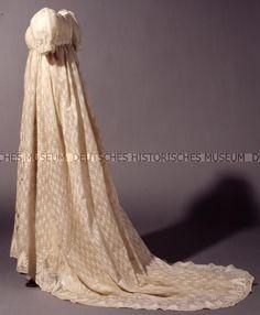 Evening Dress (Belonging to Queen Luise): ca. 1800, German, linen weave cotton; embroidery.