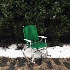 Green chair in snow. Image by Carolina Mariana / Discover VSCO Grid™: Green Outdoor Chairs, Outdoor Furniture, Outdoor Decor, Documentary Photography, Vsco, Green, Photographs, Blog, Image