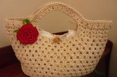 bolsa de crochê endurecido em resina feita em barbante cru R$ 50,00