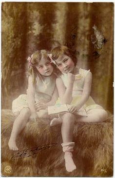 #vintage #photo #children #girls Vintage Children Photos, Vintage Pictures, Colorful Pictures, Vintage Images, Vintage Kids, Children Images, Vintage Clip, Vintage Crafts, Antique Photos