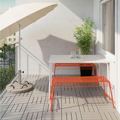 "Un banc de jardin en métal coloré ""Välsterön"", IKEA"