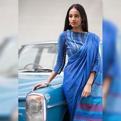 Neela Warna -Immediate Shipping _ Order now Cotton Saree Blouse, Saree Blouse Neck Designs, Saree Dress, Blouse Patterns, Simple Sarees, Trendy Sarees, Stylish Sarees, Indische Sarees, Modern Saree