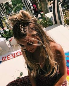 Boxer braids look youngish and very bohemian. You can wear them in combination with beachy waves. #wavyhair #hairstyle