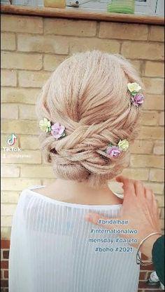 Braided Chignon, Civil Ceremony, Image Shows, Fashion Company, On Your Wedding Day, Braids, Bridesmaid, Boho, Hair Styles