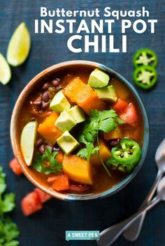 Enjoy this hearty healthy and EASY butternut squash Instant Pot chili -- ready in just 20 minutes! Vegan/Gluten-free/Paleo/Clean via Butternut Squash Chili, Soup Recipes, Healthy Recipes, Healthy Dishes, Homemade Chili, Pulled Pork Recipes, Easy Meal Prep, Easy Weeknight Dinners, Food Menu