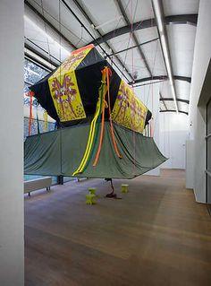 Jennifer Tee, Tiptoe into Hall (2004). © Gert Jan van Rooij, Museum De Paviljoens