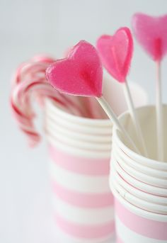 Lollipops, and several other awesome valentines recipes! scroll down for English.