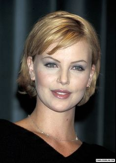 19 Times Charlize Theron Inspired Us To Cut Our Hair Short Charlize Theron Hair, City Press, Hair Photo, Nicole Kidman, Most Beautiful, Short Hair Styles, Hair Cuts, Glamour, Celebrities