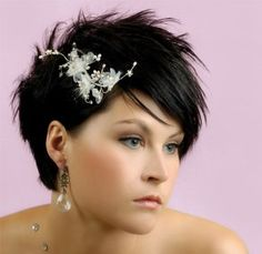 Short wedding hairstyles incorporate the concepts of blow drying, tiaras, hair puffs, floral brooches etc. short wedding hairstyles as men. Short Hair Styles Easy, Short Hair With Layers, Short Hair Cuts, Pixie Cuts, Short Bridal Hair, Short Bride, Hair Wedding, Wedding Dress, Hairstyle Wedding