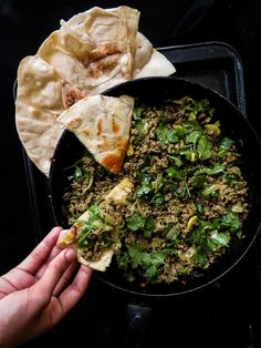 Garlic-Coriander minced Beef keema curry, An all in one skillet dish, you can make it for any occasion and serve with store-bought Pita or Naan breads. Peppered Beef Recipe, Minced Beef Recipes, Healthy Beef Recipes, Meat Recipes For Dinner, Indian Food Recipes, Asian Recipes, Minced Beef Curry, Garlic Minced, Beef Keema