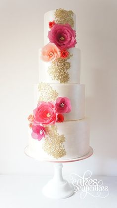Wedding cake is a true focal point at your reception, from modern simplicity to traditional intricacy, here are our 28 chicest wedding cake inspiration from around the web. Take a look and pin your favorites! Beautiful Wedding Cakes, Gorgeous Cakes, Pretty Cakes, Amazing Cakes, Fondant Cakes, Cupcake Cakes, Bolo Original, Wedding Cake Inspiration, Wedding Cake Designs