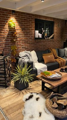Interior Blogs, Interior Styling, Industrial Chic Decor, Old Factory, Outdoor Furniture Sets, Outdoor Decor, Sweet Home, Cozy, Patio
