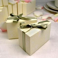 Wedding Cake Favor Boxes by Beau-coup