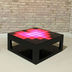 Mesa de centro con luces led. Puedes programar el patrón de luces fácilmente desde tu móvil. http://www.decoratessen.com/es/mesa-centro-led-mypixeek/82-mesa-centro-leds-mypixeek.html