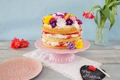 Naked Cake zum Muttertag / Erdbeer-Rhabarber-Torte mit essbaren Blumen