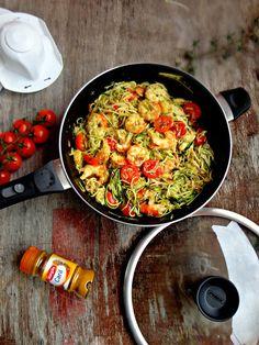 PRAZERES SAUDÁVEIS: Esparguete de Curgete com Gambas e Tomate Cherry