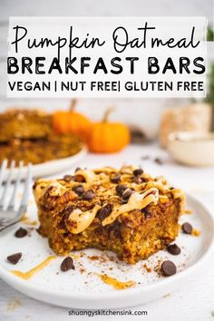 These easy Pumpkin Oatmeal Breakfast Bars are soft baked, chewy and packed with fall flavors. This pumpkin recipe makes the best healthy breakfast or snacks. They are gluten free, vegan and nut free. Oatmeal Breakfast Bars, Pumpkin Breakfast, Oatmeal Bars, Vegan Baking, Healthy Baking, Healthy Food, Dairy Free Recipes, Gourmet Recipes, Vegan Pumpkin