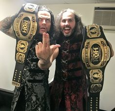 Jeff Hardy y Matt Hardy (o Brother Nero y Broken Matt Hardy - The Hardy Boyz) ganan el ROH World Tag Team Championship (04/03/2017 - Manhattan Mayhem IV) / Twitter.com/MATTHARDYBRAND