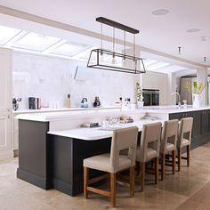 42 Smart Kitchen Island Booth Design Ideas For You Kitchen Island Booth, Large Kitchen Island, Kitchen Island With Seating, Open Plan Kitchen, Kitchen Islands, Island Bar, Island Table, Kitchen Cupboards, Smart Kitchen